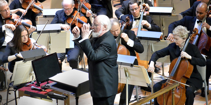 John Williams, compositeur de génie. Indiana Jones, Star Wars, Jurassic Park, E.T, ou encore les Dents de la Mer, c'était lui !